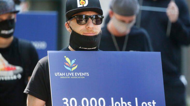 1,4 millones de ayuda sin empleo, primer aumento desde marzo